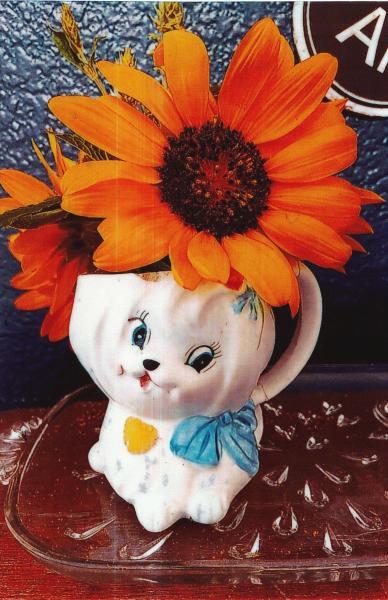 Kim B Sunflower in Vintage Vase 2021